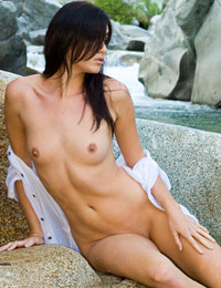 Model kellie krave in in stream