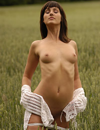 Model rita f in mellow meadow
